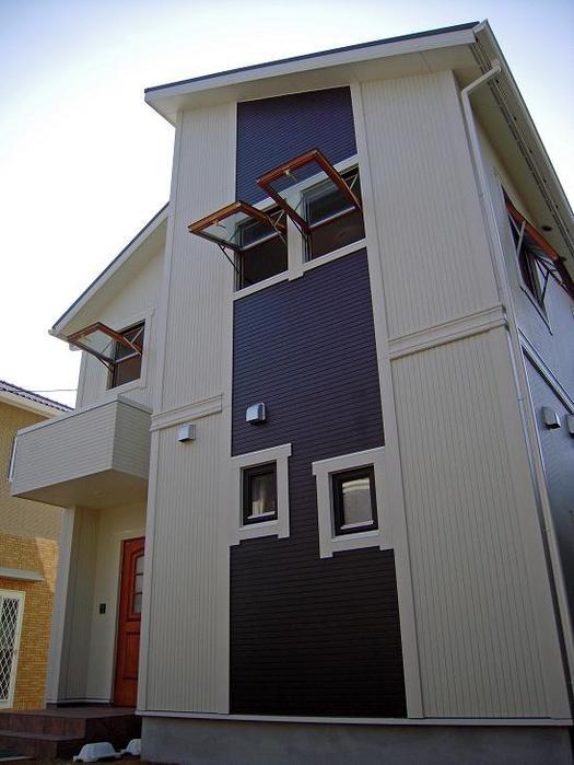 木製サッシ3層ガラス窓を開けた状態です。